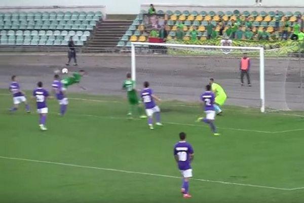 Επικό γκολ με «χτύπημα του σκορπιού»! (video)