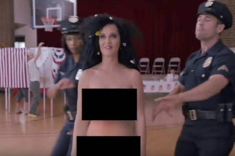 Συνέλαβαν γυμνή την Κέιτι Πέρι (video)