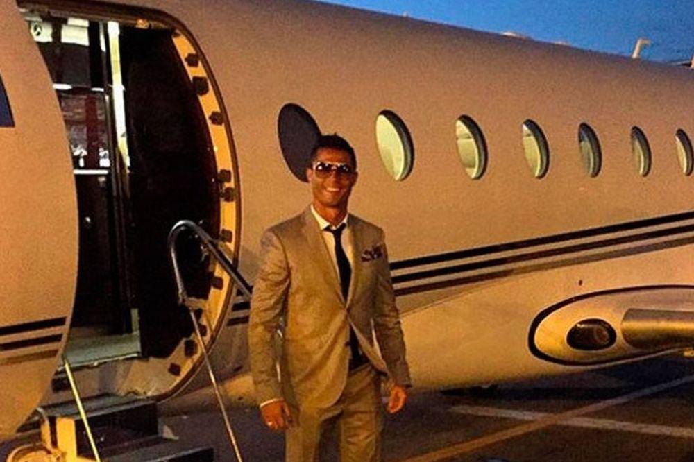ΣΟΚ: Συνετρίβη το αεροπλάνο του Κριστιάνο Ρονάλντο! (photos)