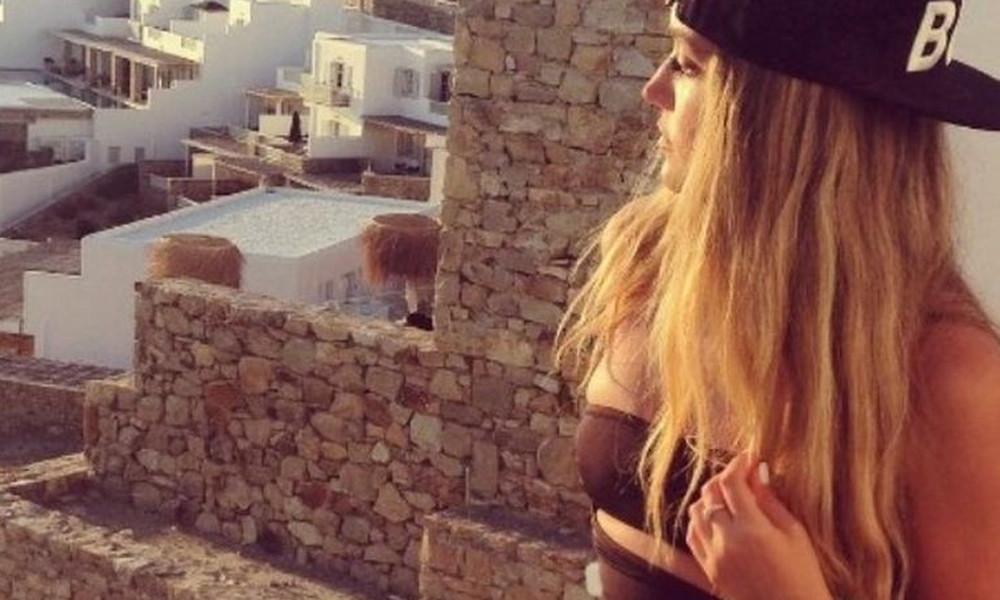 Αυτή είναι η δικηγόρος που ΚΟΛΑΖΕΙ το Instagram με τις πόζες της