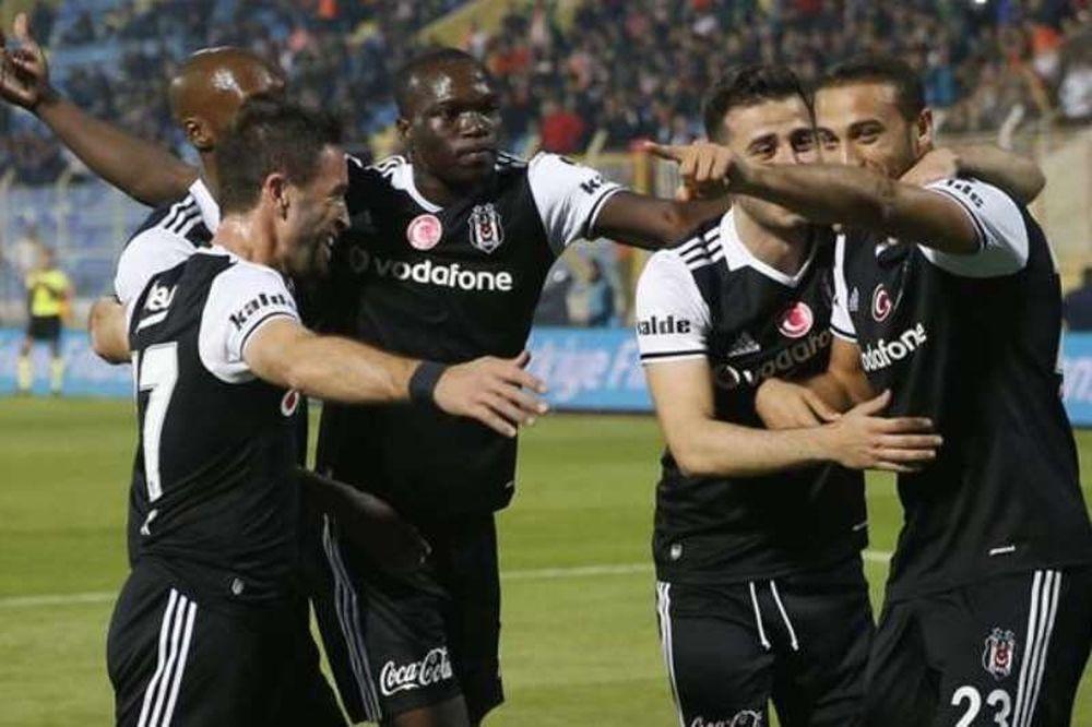 Μπεσίκτας – Μπενφίκα 3-3: Επική ματσάρα στην Τουρκία
