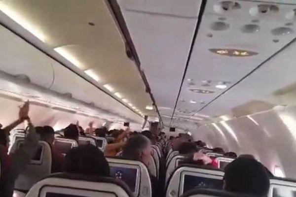 Παναθηναϊκή «τρέλα» στο αεροπλάνο για Άμστερνταμ! (videos)