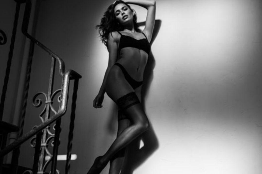 Σε χορεύει στο... ταψί με τη μελωδία της! (photos)