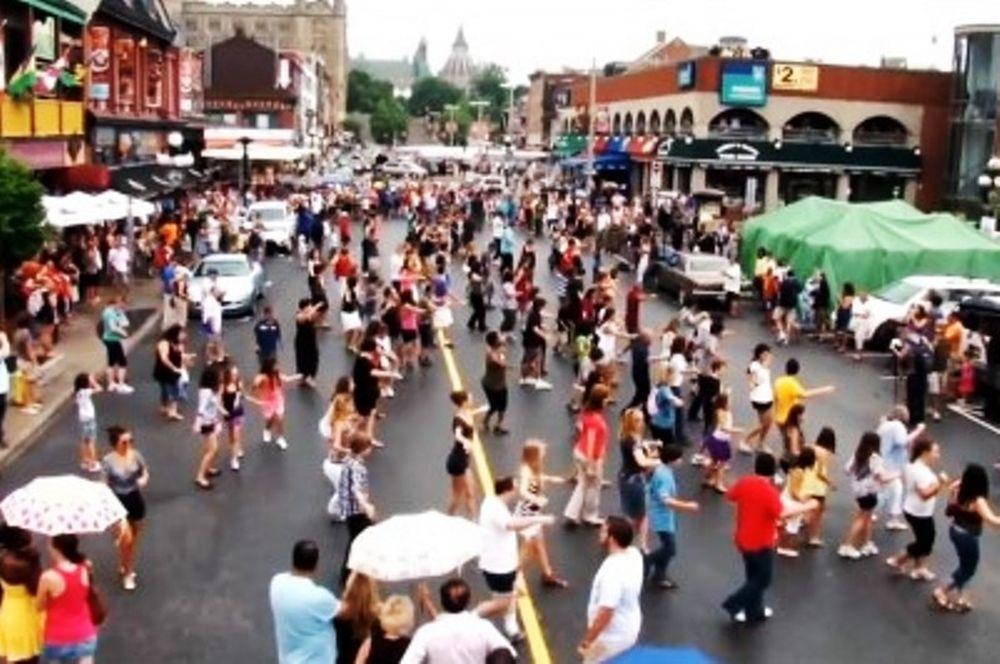 Έλληνας… ανάγκασε τον Καναδά να χορέψει συρτάκι! (video)