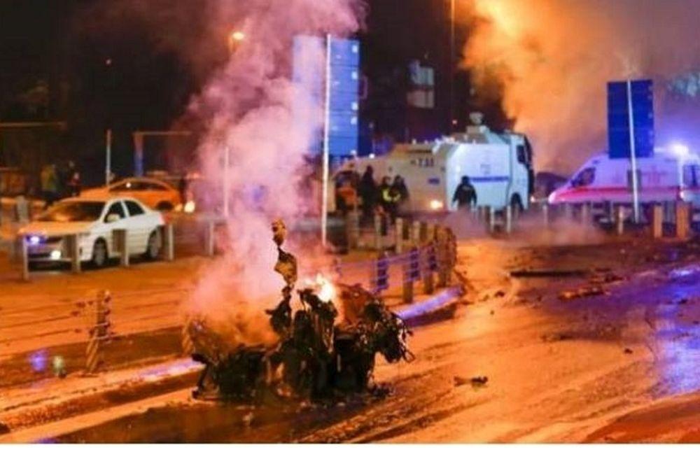 Κωνσταντινούπολη - Βίντεο σοκ: Η στιγμή που ο καμικάζι ανατινάζεται και σκορπά το θάνατο (vid)