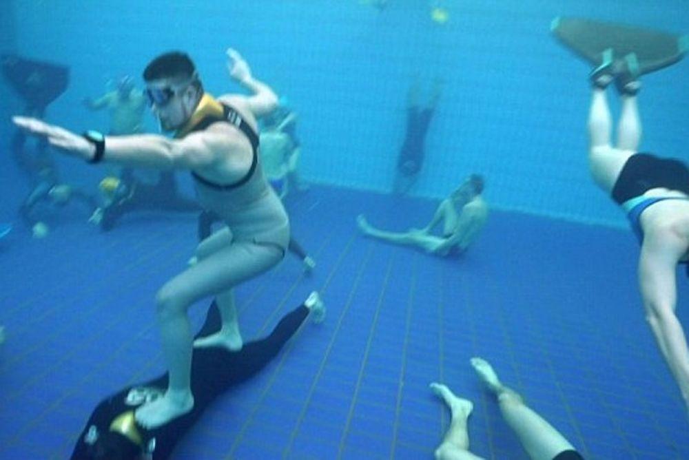 Επικό «Mannequin Challenge» κάτω από το νερό! (video)
