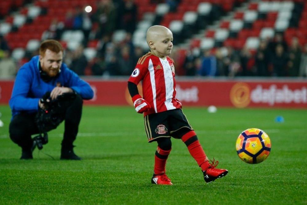 Δύναμη ψυχής! 5χρονος με καρκίνο πετυχαίνει το καλύτερο γκολ της Σάντερλαντ και αποθεώνεται! (photos+video)