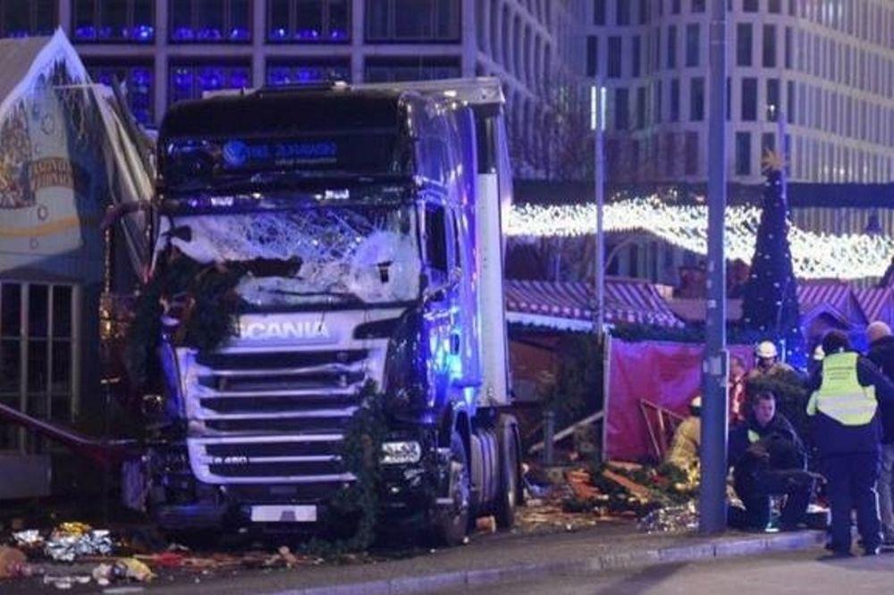 Φορτηγό σκόρπισε τον τρόμο σε χριστουγεννιάτικη αγορά του Βερολίνου