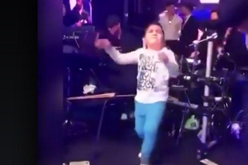 Ο πιτσιρικάς που έριξε το facebook με το τσιφτετέλι του (video)