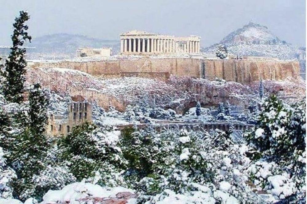 Η χιονισμένη Ακρόπολη θέμα στην «Telegraph» (video)