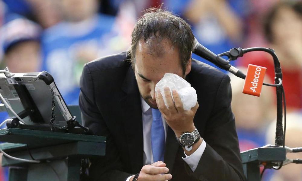 Τενίστας τρελάθηκε και χτύπησε με μπαλάκι τον διαιτητή!