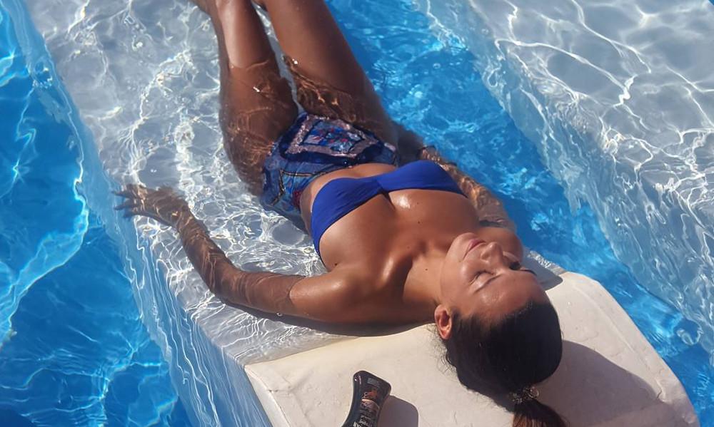 Το αβυσσαλέο ντεκολτέ της Νικολέττας Ράλλη που… έριξε το Instagram!