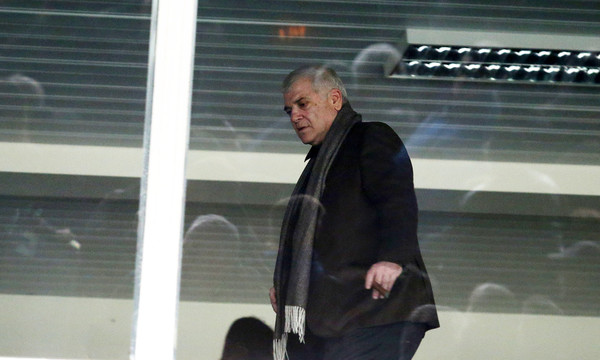 Καταγγελία-«φωτιά» από Ολυμπιακό: Στα αποδυτήρια με Μάνταλο ο Μελισσανίδης