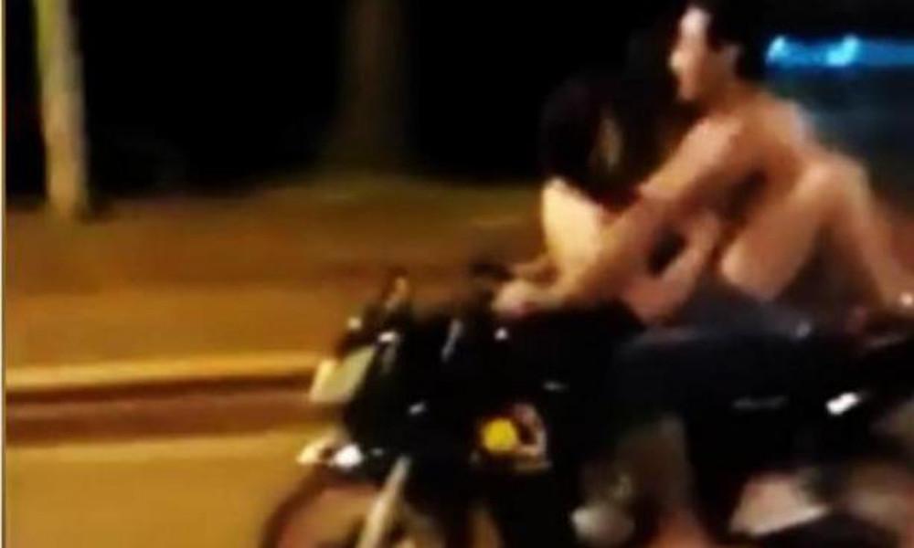 Επικοί: Έκαναν σεξ εν κινήσει πάνω σε μοτοσικλέτα!