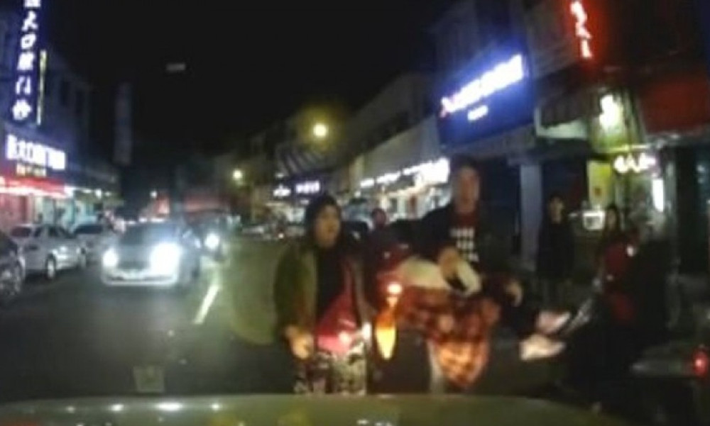 Ντροπή: Κινέζοι γονείς αφήνουν το παιδί τους να το χτυπήσει αυτοκίνητο για να πάρουν αποζημίωση!