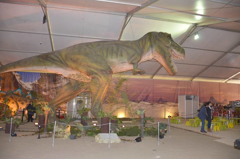 Δεινόσαυροι κυκλοφορούν... ελεύθεροι στη Λάρισα!