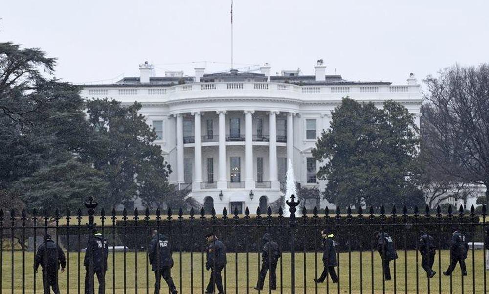 Λευκός Οίκος: Άντρας εισέβαλε, έκανε τη βόλτα του και συνελλήφθη μετά από 15 λεπτά!