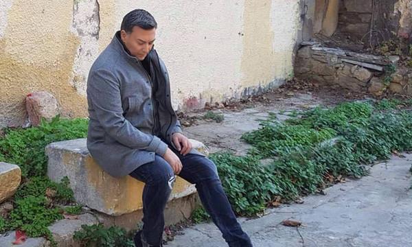"""Η νέα επιτυχία του Νίκου Μακροπούλου """"Ζω Αλλιώτικα"""""""