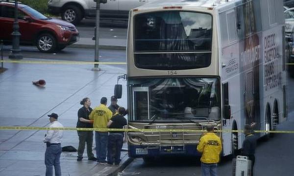 Σοκ: Πυροβολισμοί σε λεωφορείο στο Λας Βέγκας - Ένας νεκρός (photos+video)
