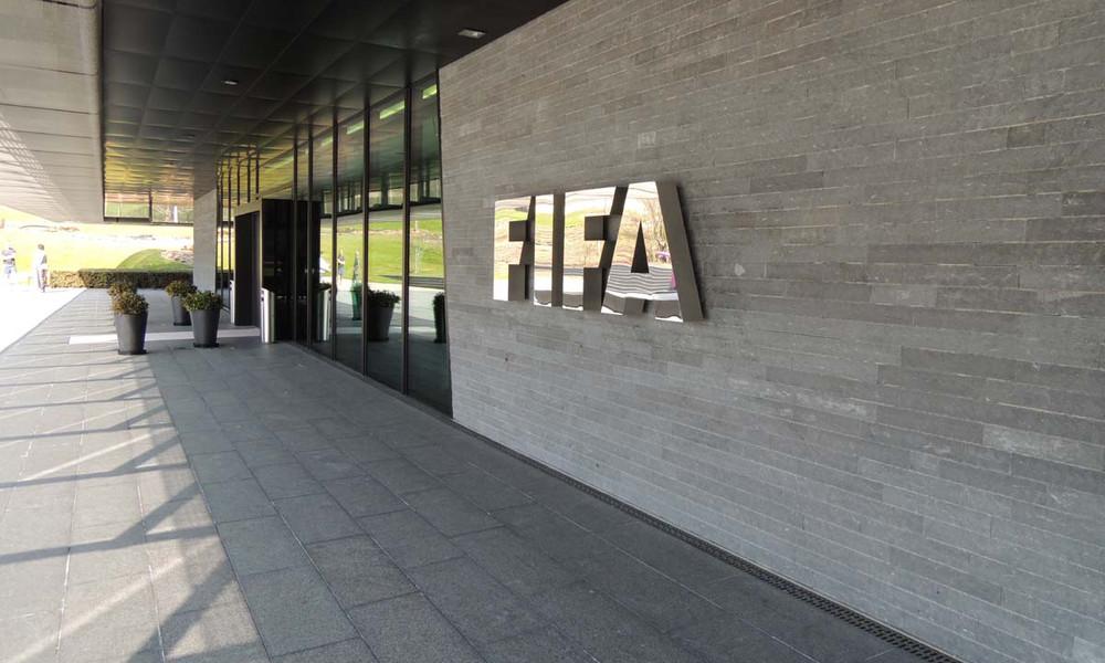 Πρωτοφανές περιστατικό για FIFA: Ποδοσφαιριστής απειλήθηκε με όπλο για να λύσει το συμβόλαιό του