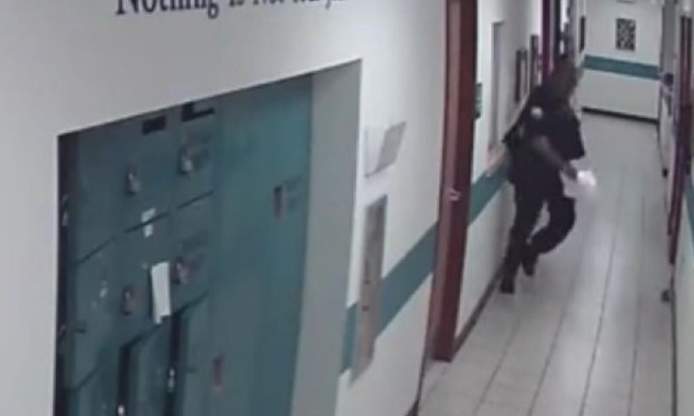 Άξιος αστυνομικός: Είδε ποντίκι και τα 'κανε πάνω του!