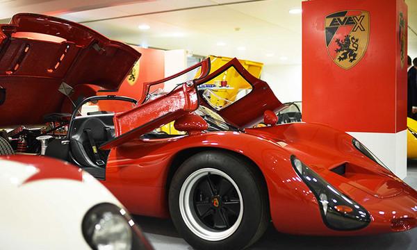 H θρυλική Porsche 910 φοράει ηλεκτρικό κινητήρα και πιάνει τα 300 χλμ!