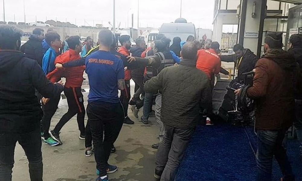 Σοκ: Ποδοσφαιριστές έδειραν δημοσιογράφους!