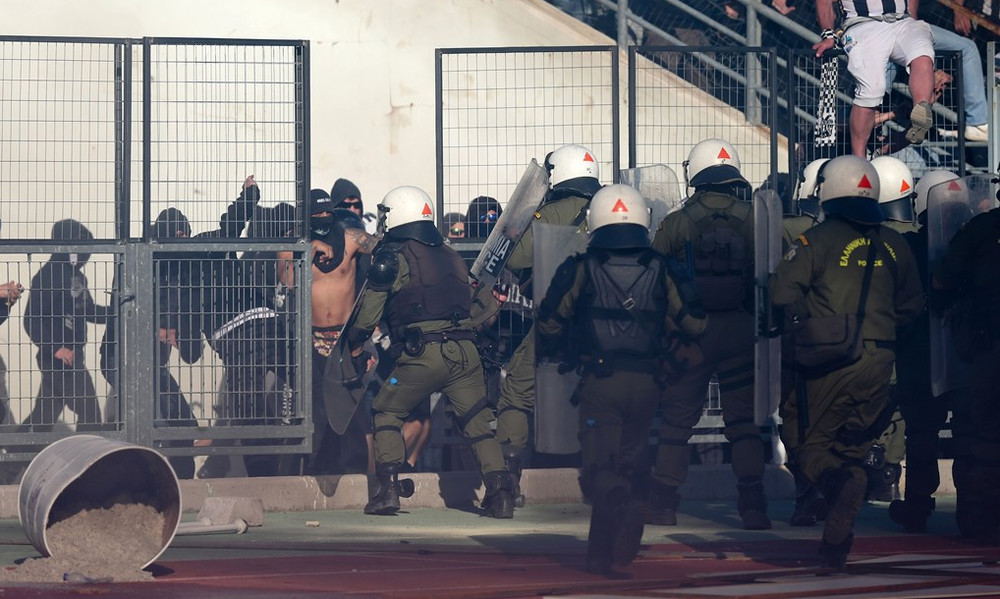 ΠΑΟΚ-ΑΕΚ: Αστυνομικός στο νοσοκομείο!