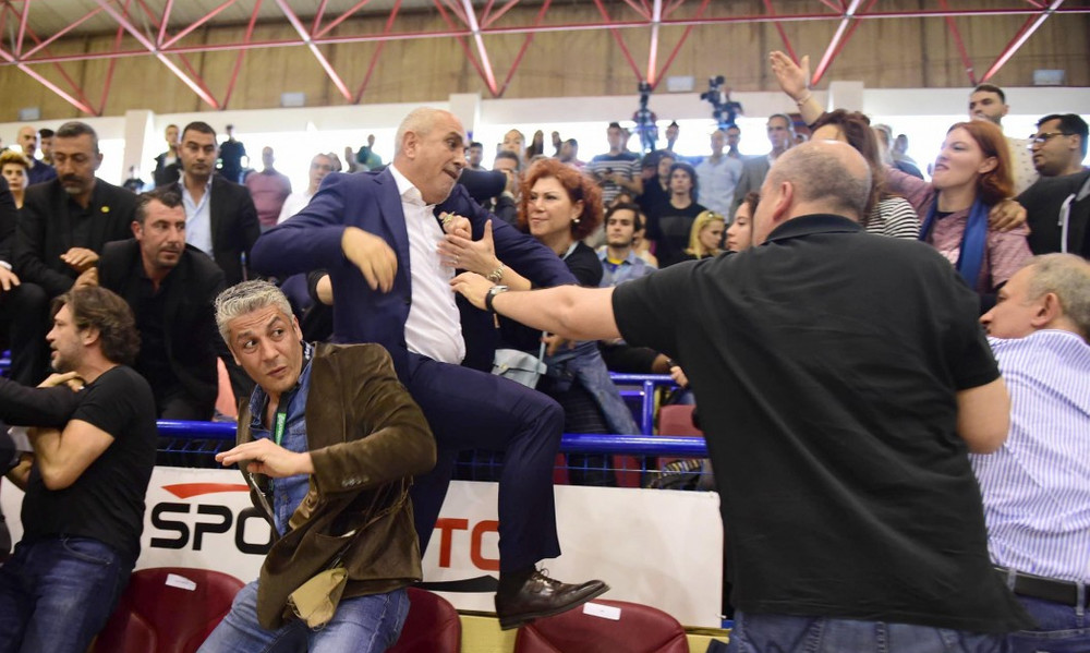 Έπαιξαν χαστούκια πρόεδροι ομάδων στην Τουρκία!