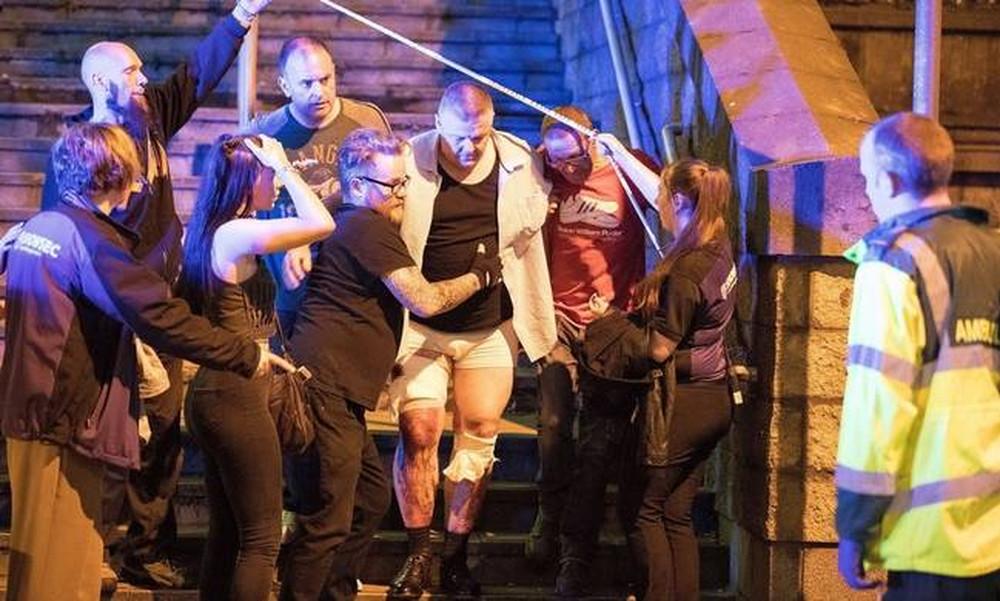 Τρομοκρατική επίθεση στο Μάντσεστερ: «Ματωμένη» συναυλία με δεκάδες νεκρούς και τραυματίες