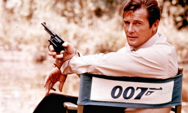 007 άκρως σαρκαστικές στιγμές του Ρότζερ Μουρ