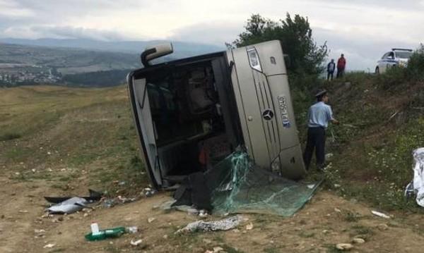 Ανατροπή λεωφορείου με μαθητές στις Σέρρες – Δεκατέσσερις τραυματίες