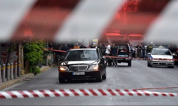 Λουκάς Παπαδήμος - ΕΛ.ΑΣ.: Εξετάζεται το ενδεχόμενο το «αόρατο» τρομο-δέμα να πέρασε από τη Βουλή