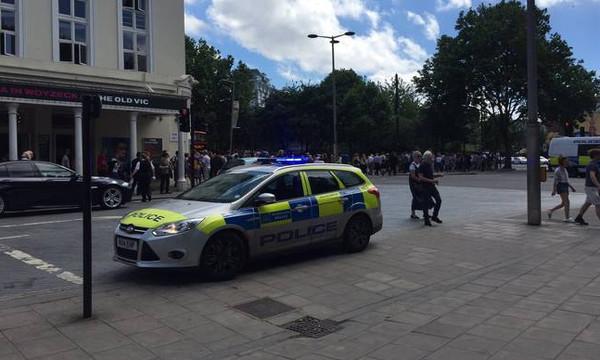 Συναγερμός στο Λονδίνο: Εκκενώθηκε το θέατρο Old Vic (photos+videos)