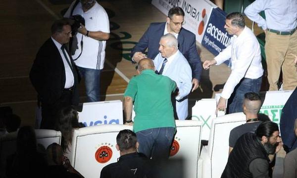 ΒΙΝΤΕΟ-Ανατριχίλα: Ο Παύλος Γιαννακόπουλος τραγουδάει τον ύμνο του Παναθηναϊκού!