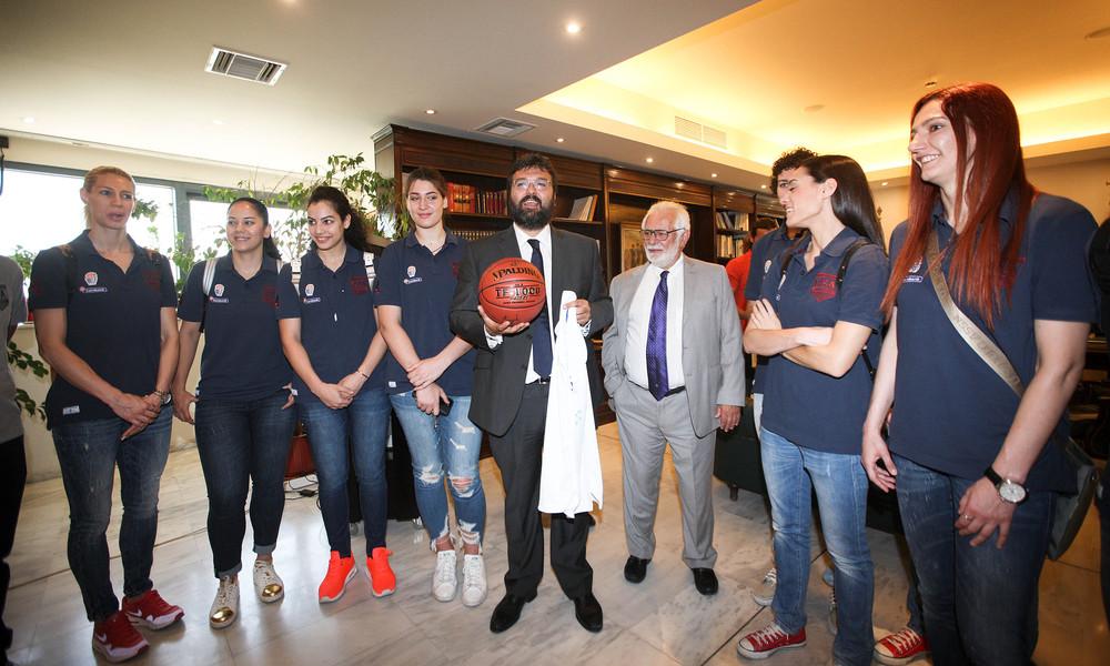 Εθνική Γυναικών: Επίσκεψη στον υφυπουργό Αθλητισμού (video)