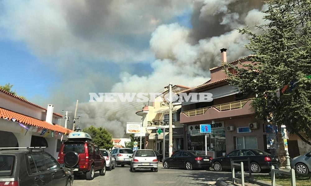 Κόλαση φωτιάς στον Κάλαμο - «Στάχτη» δεκάδες σπίτια (photos+videos)