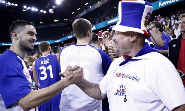 Ευρωμπάσκετ 2017: Με εκπληκτικό Σατοράνσκι οι Τσέχοι