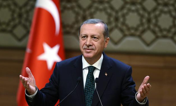 Γυμνή διαμαρτυρία στο ματς της Τουρκίας: «Ερντογάν δολοφόνε»