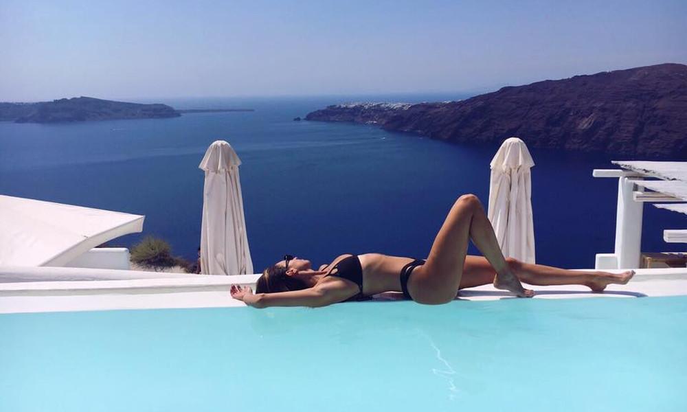 Η Ελληνίδα αεροσυνοδός με τις καυτές πόζες στο Instagram!