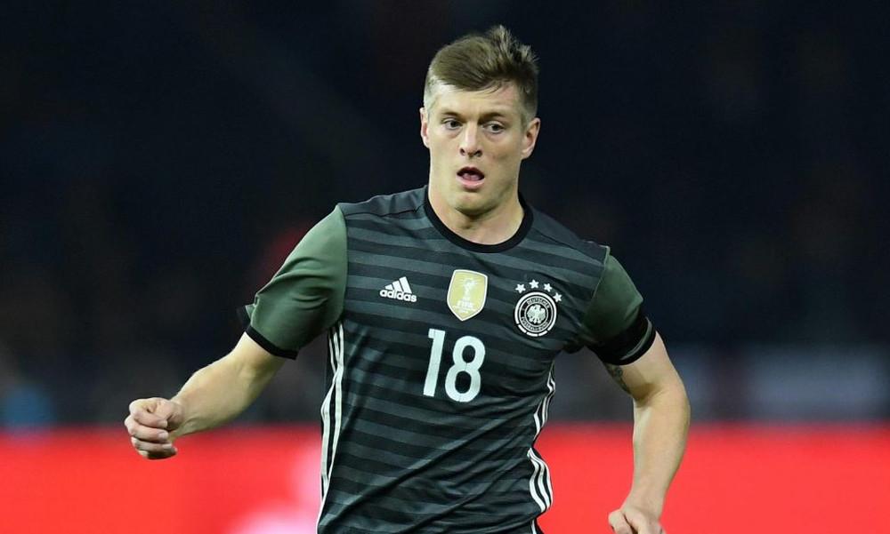 Εθνική Γερμανίας: Η Μέρκελ προκάλεσε... διπλωματικό επεισόδιο ανάμεσα σε Κροος και οπαδούς!