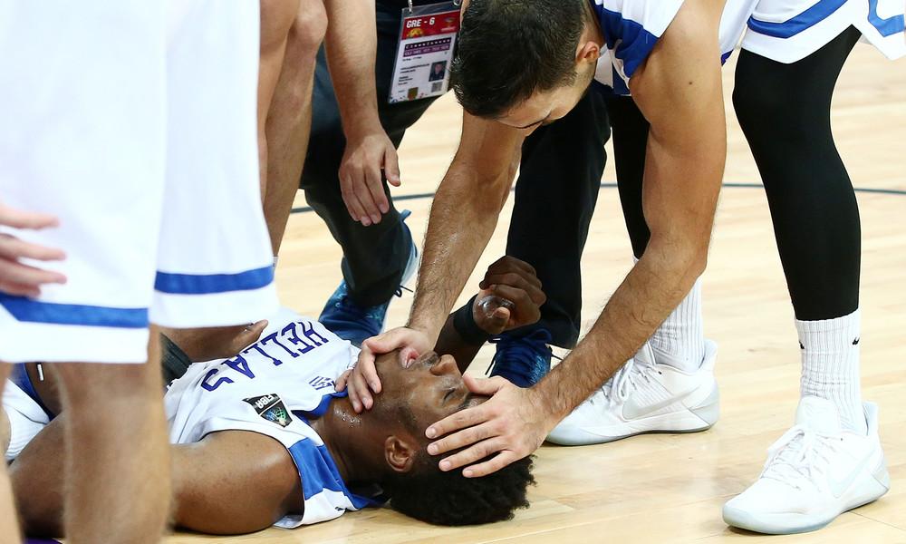 Ευρωμπάσκετ 2017: Ο σοκαριστικός τραυματισμός του Θανάση Αντετοκούνμπο! (pics, vid)