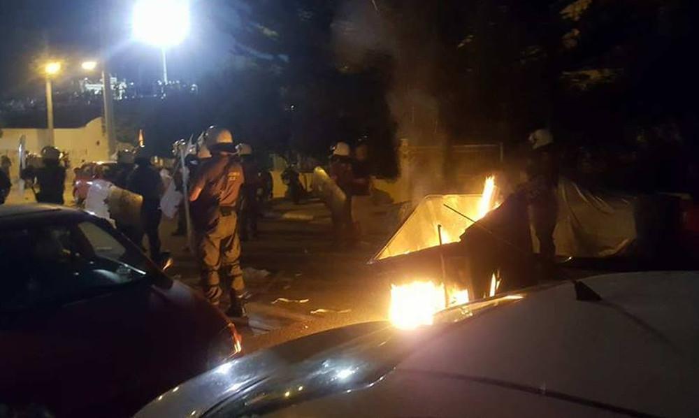 Συμπλοκές και επεισόδια μεταξύ αστυνομίας και οπαδών της ΑΕΚ (pics)