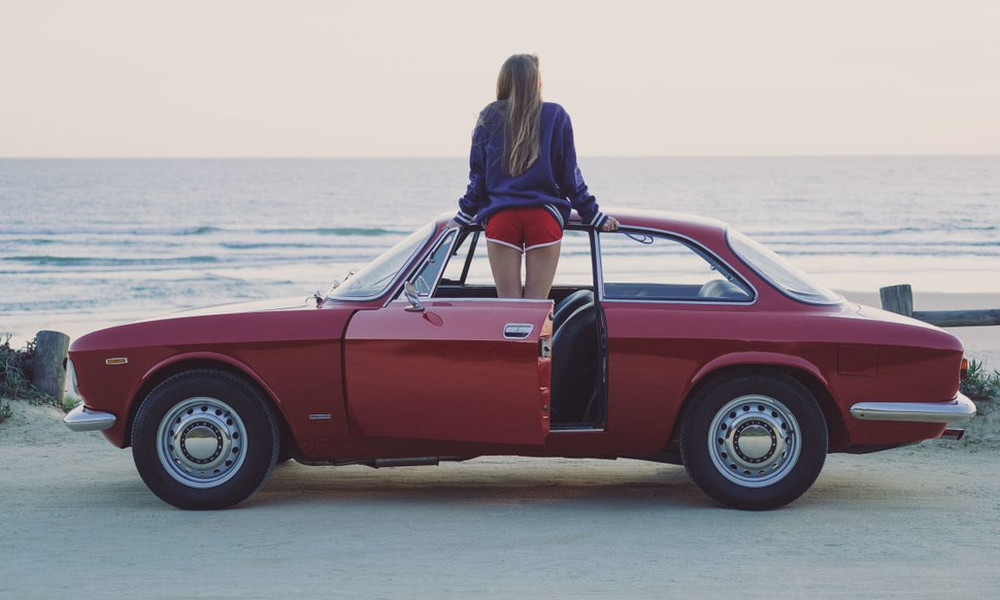 Και τι να πρωτοερωτευτείς σε αυτό το φωτορομάντζο για μια Alfa Romeo του 68'