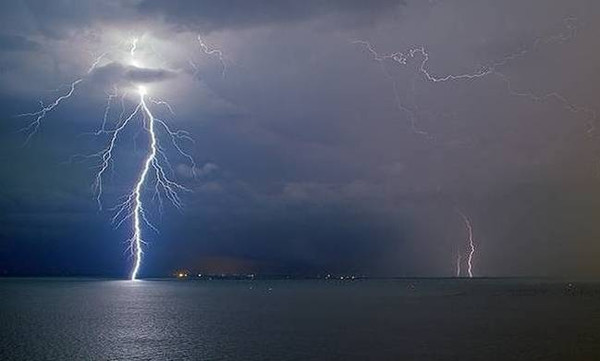 Καιρός - Έκτακτο δελτίο από την ΕΜΥ: Έρχονται βροχές και καταιγίδες