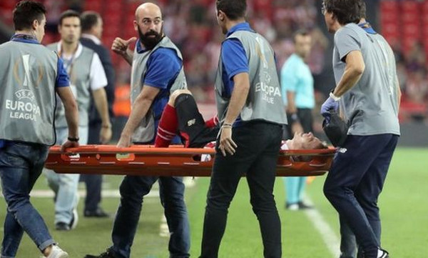 Σοκαριστικό video: Διέλυσε το γόνατο του μετά από σέντρα!