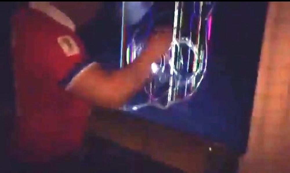 Επικό! Χιλιανός ξέσπασε στην τηλεόραση μετά τον αποκλεισμό! (video)