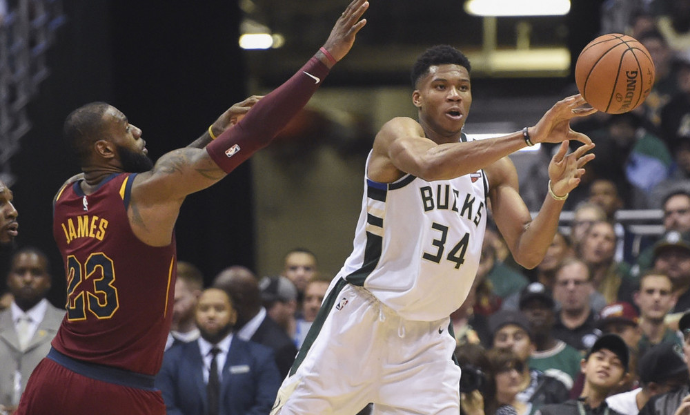 NBA: Τρομερός «Greek Freak» κόντρα στους «Ιππότες» (video)