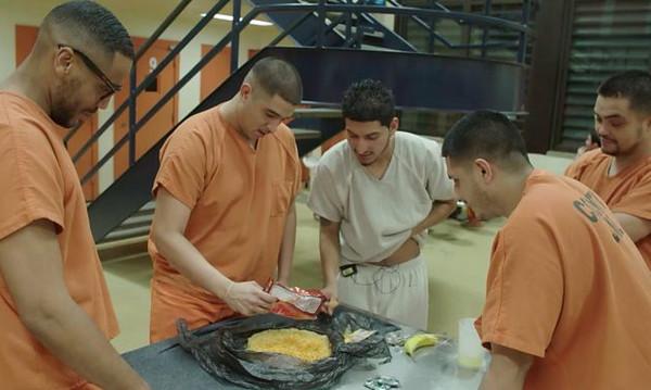 Τρομερό! Βραβεύουν κρατούμενους με πίτσα για να σταματήσουν τον αυνανισμό!