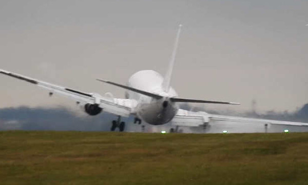 Τρόμος στον αέρα: Oι πιο επικίνδυνες πτήσεις αεροπλάνων (vid)